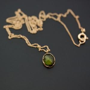 18k guld med grön turmalin i fattning. Petronella Eriksson