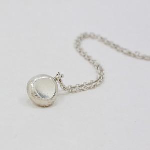 Halssmycke med Silverdroppe, Maki Okamoto