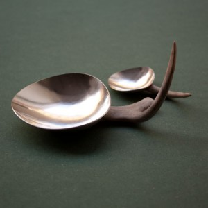 "Klara Eriksson, ""I serve you"", silver och renhorn."
