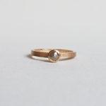 Paper matte ring med rosenslipade diamant. Maki Okamoto