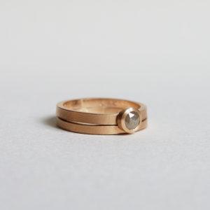 Pappersmatt ring med rosenslipade diamant. Maki Okamoto