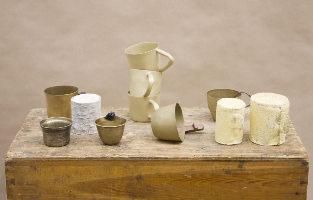"""LOD ställer ut i Sadelmakarlängan, """"The Cup""""  skulpturer i mässing och andra material. Maki Okamoto"""