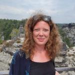 Aanna Nordström arbetar med föremål och smycken, i metall och andra material.