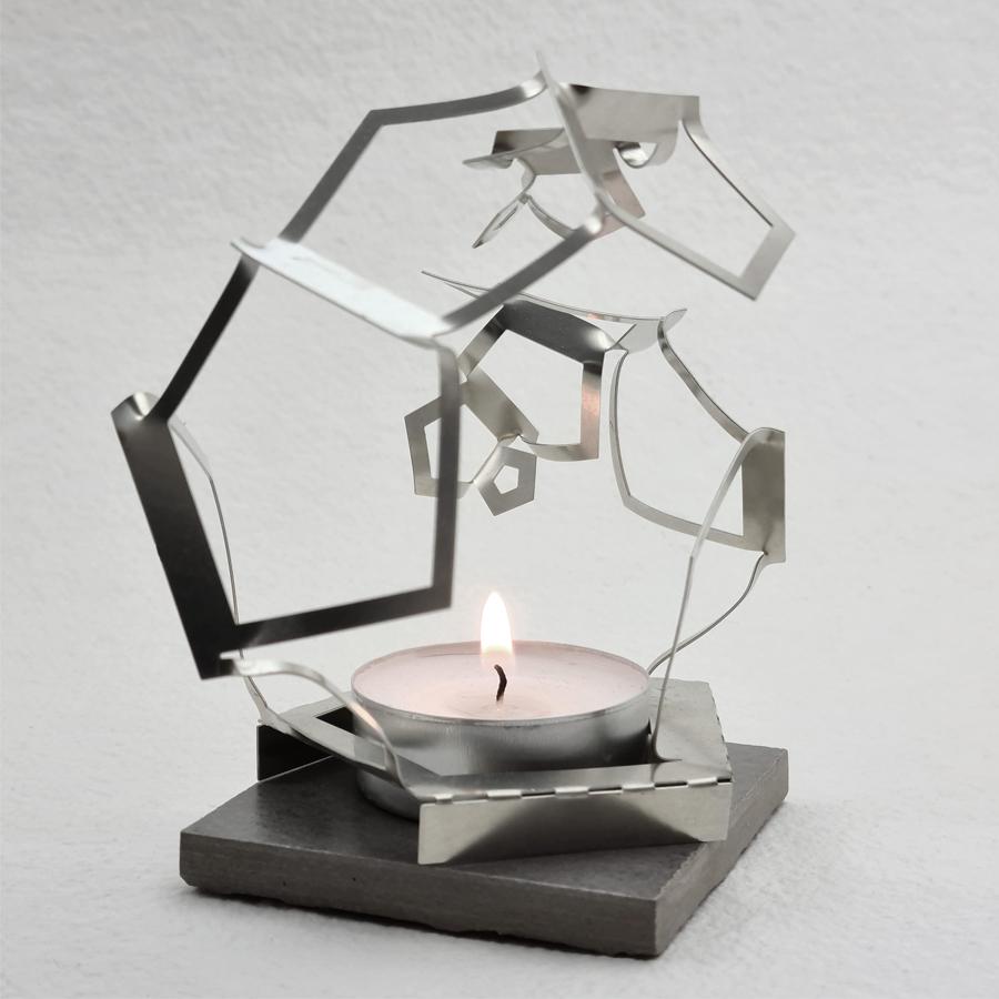 ljuslykta för värmeljus, skuggspel. Av nysilver tillverkad av Anna Nordstrom på LOD metallformgivning.